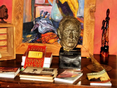 Books and sculture